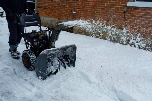 除雪機の寿命は約10年!寿命を延ばす保管方法や点検について解説